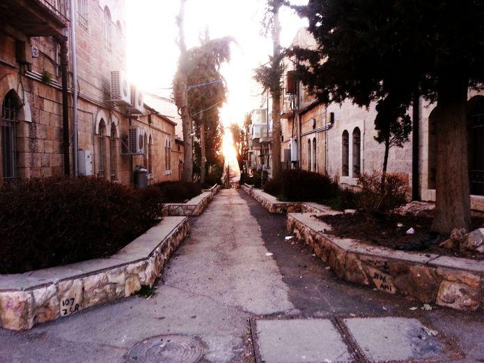 רחוב קטן ליד אוסישקין